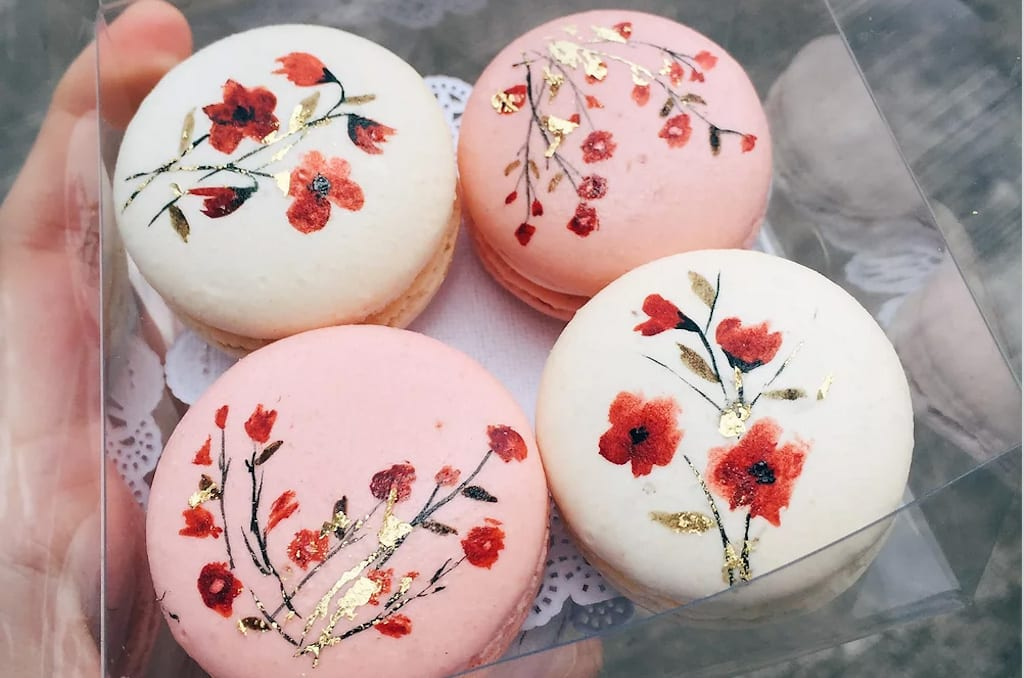 Wedding favor hand-painted macorons by Cupplets